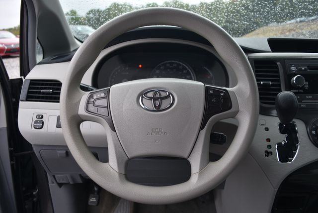 2014 Toyota Sienna LE Naugatuck, Connecticut 15