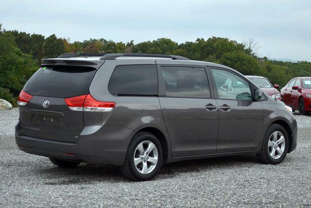 2014 Toyota Sienna LE Naugatuck, Connecticut 4
