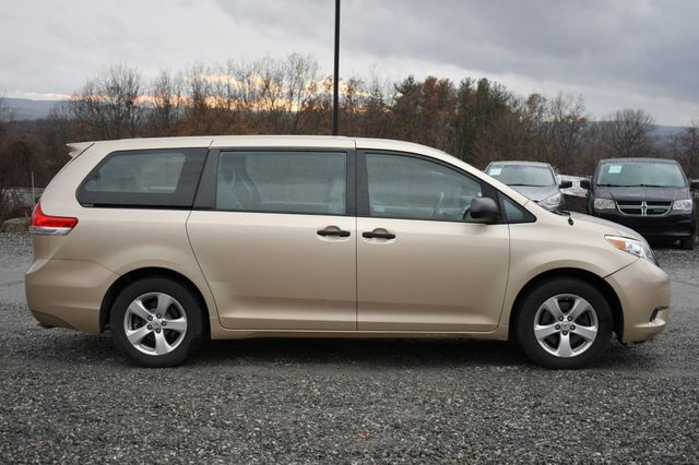 2014 Toyota Sienna Naugatuck, Connecticut 4