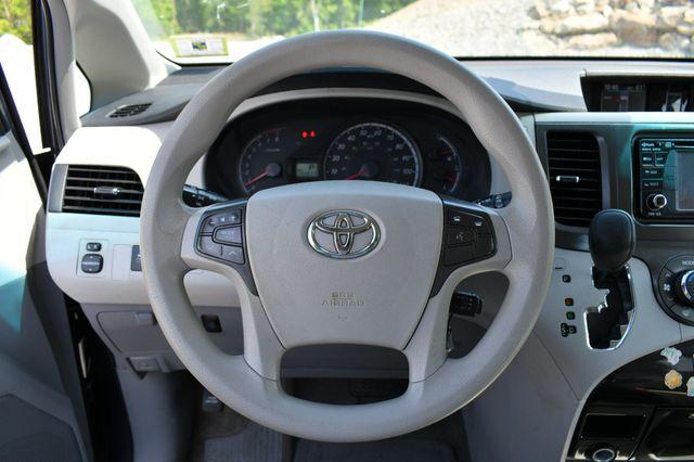 2014 Toyota Sienna LE Naugatuck, Connecticut 18