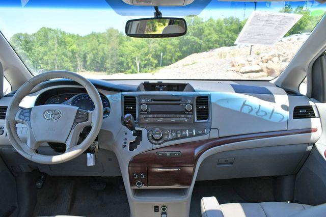 2014 Toyota Sienna XLE AWD Naugatuck, Connecticut 18