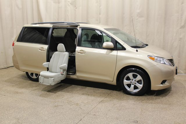 2014 Toyota Sienna Handicap chair