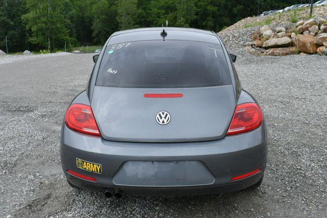 2014 Volkswagen Beetle Coupe 1.8T w/Sun Naugatuck, Connecticut 5