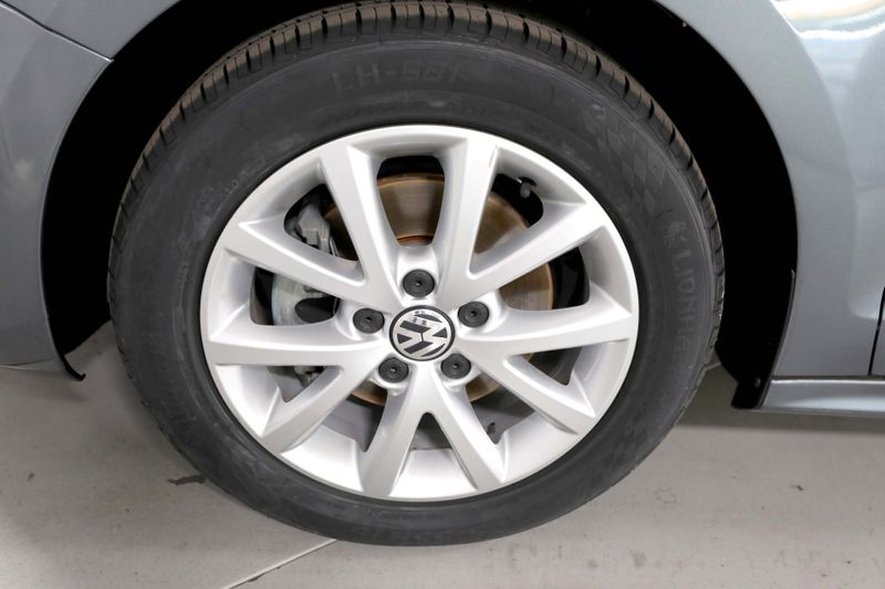 2014 Volkswagen Jetta SE wConnectivity - New tires - Alloy wheels  city California  MDK International  in Los Angeles, California
