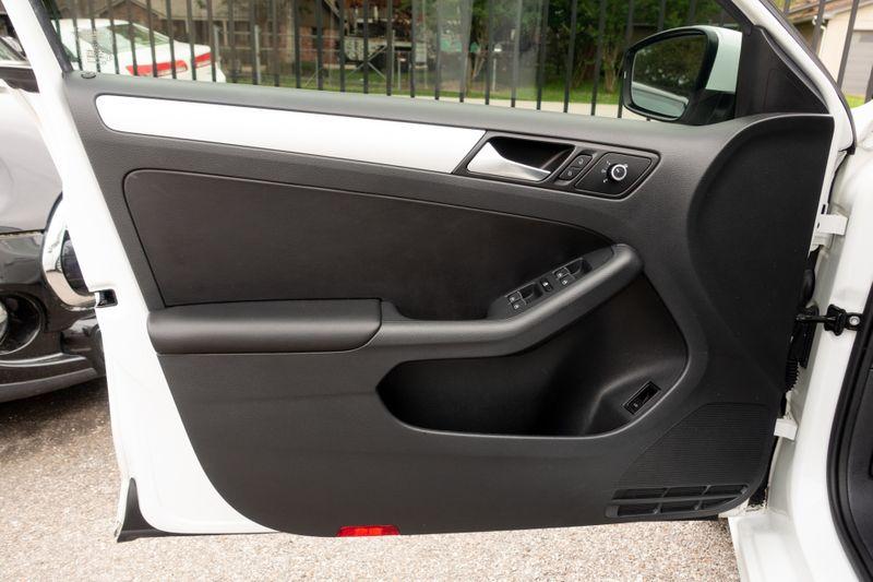 2014 Volkswagen Jetta SE wConnectivity   Texas  EURO 2 MOTORS  in , Texas