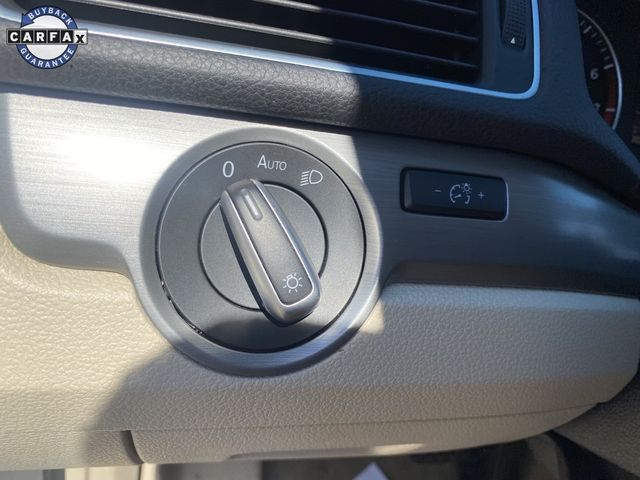 2014 Volkswagen Passat SE w/Sunroof & Nav Madison, NC 32