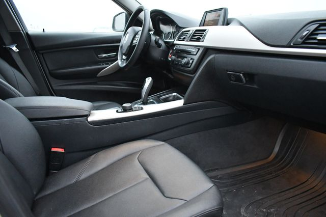 2015 BMW 320i xDrive Naugatuck, Connecticut 8