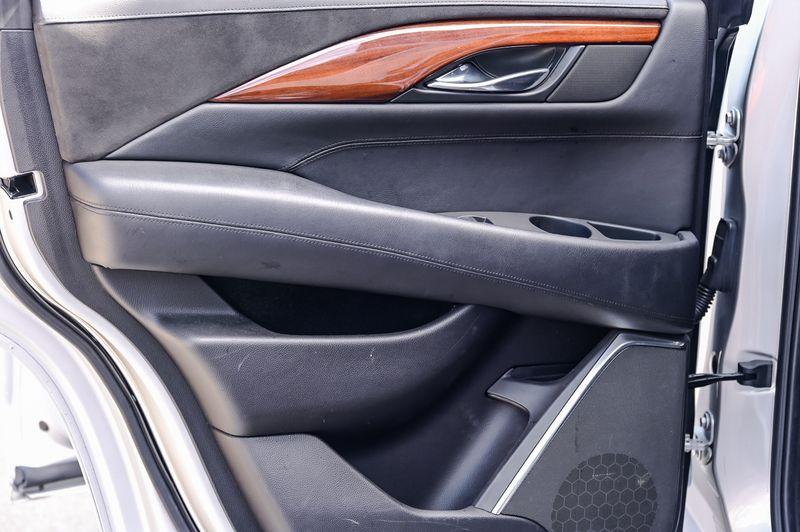 2015 Cadillac Escalade 6.2L V8 LUXURY EDITION, NAV, DVD, 3RD ROW, NICE!!! in Rowlett, Texas