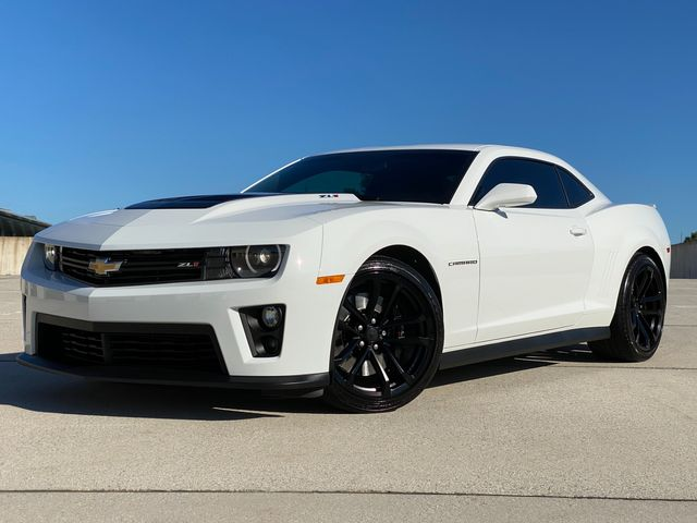 2015 Chevrolet Camaro Zl1 V8 6 SPEED MANUAL ONLY 8K MILES MINT WOW in Woodbury, New Jersey 08093