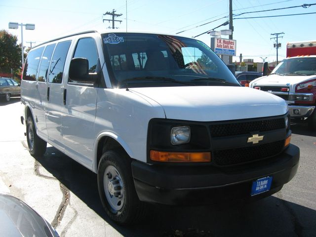 2015 Chevrolet Express 12-Passenger LS Richmond, Virginia 3