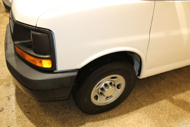 2015 Chevrolet Express box truck tommy gate in Roscoe, IL 61073