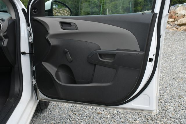 2015 Chevrolet Sonic LS Naugatuck, Connecticut 9