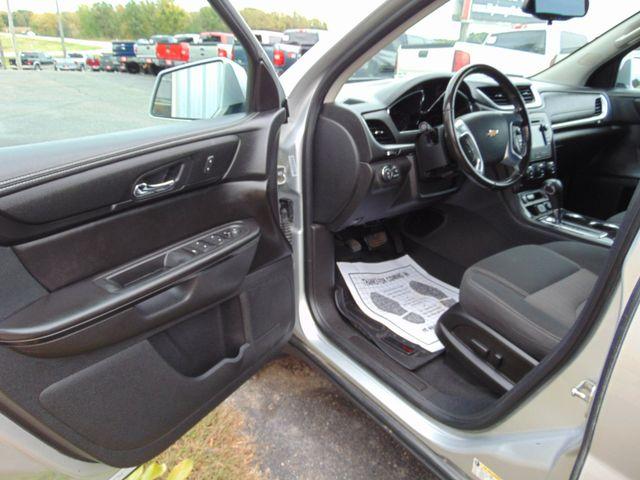 2015 Chevrolet Traverse LT Alexandria, Minnesota 14