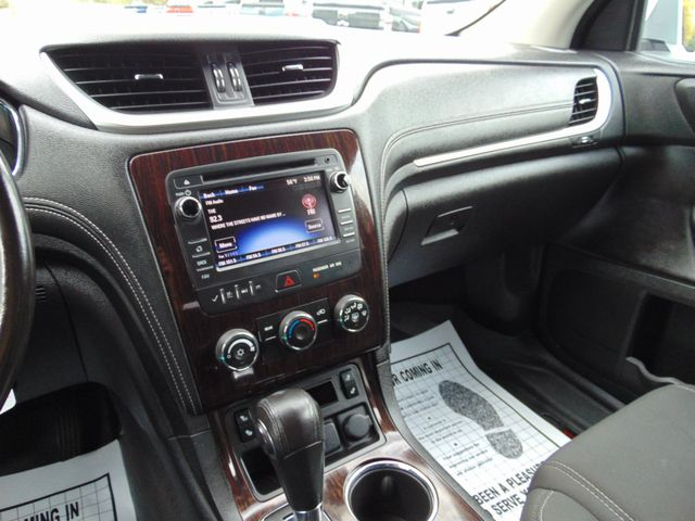 2015 Chevrolet Traverse LT Alexandria, Minnesota 7