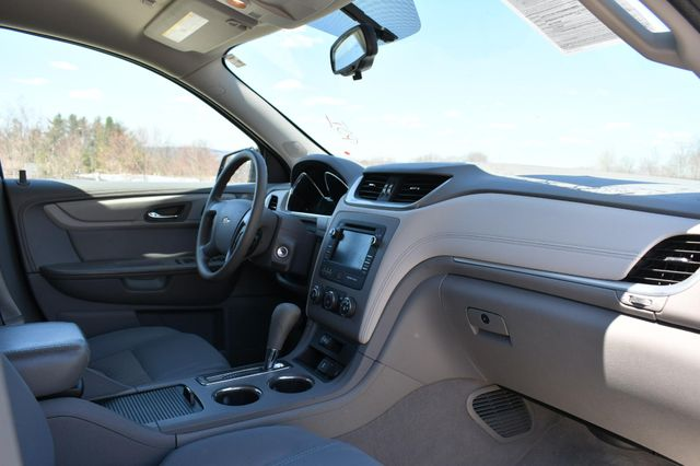 2015 Chevrolet Traverse LS AWD Naugatuck, Connecticut 10
