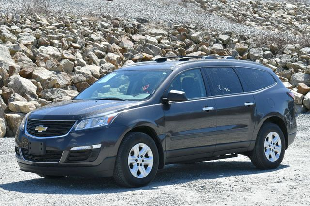 2015 Chevrolet Traverse LS AWD Naugatuck, Connecticut 2