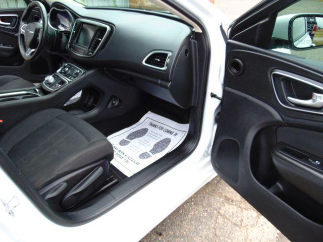 2015 Chrysler 200 Limited Alexandria, Minnesota 23