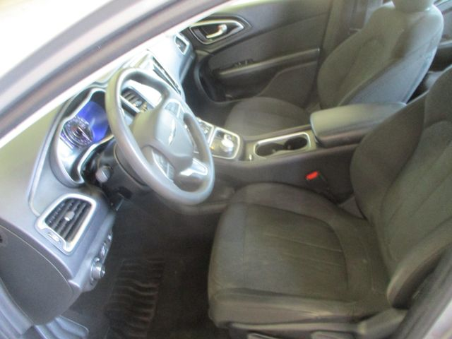 2015 Chrysler 200 LX Farmington, MN 3