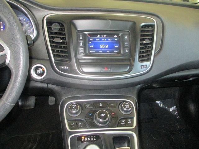 2015 Chrysler 200 LX Farmington, MN 6