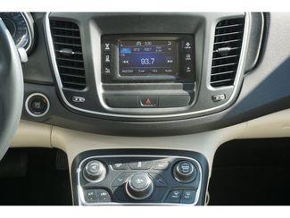 2015 Chrysler 200 Limited  city Texas  Vista Cars and Trucks  in Houston, Texas