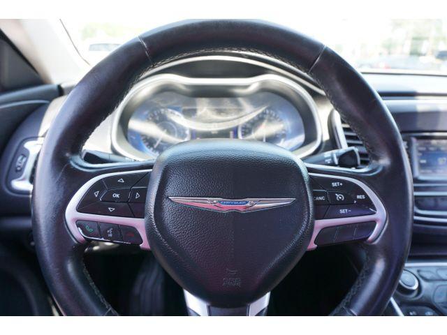 2015 Chrysler 200 Limited in Memphis, TN 38115