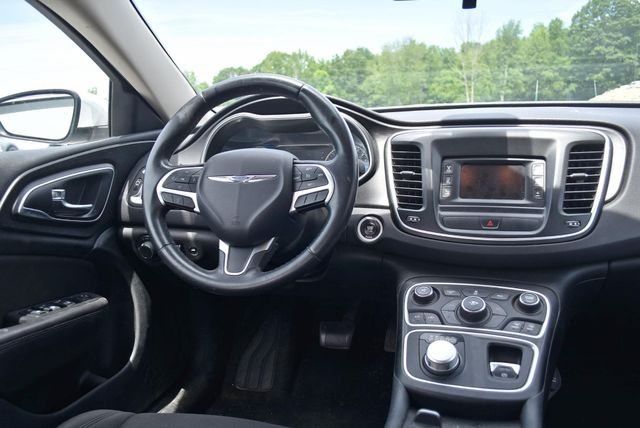 2015 Chrysler 200 Limited Naugatuck, Connecticut 8