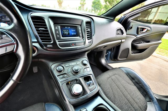 2015 Chrysler 200 S in Reseda, CA, CA 91335