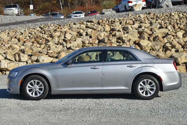 2015 Chrysler 300 Limited Naugatuck, Connecticut 1