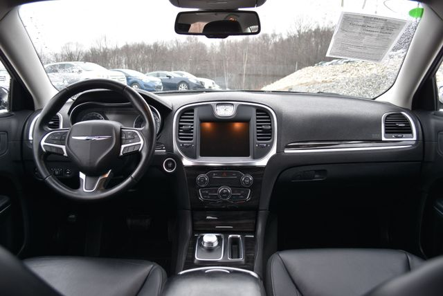 2015 Chrysler 300 Limited Naugatuck, Connecticut 13