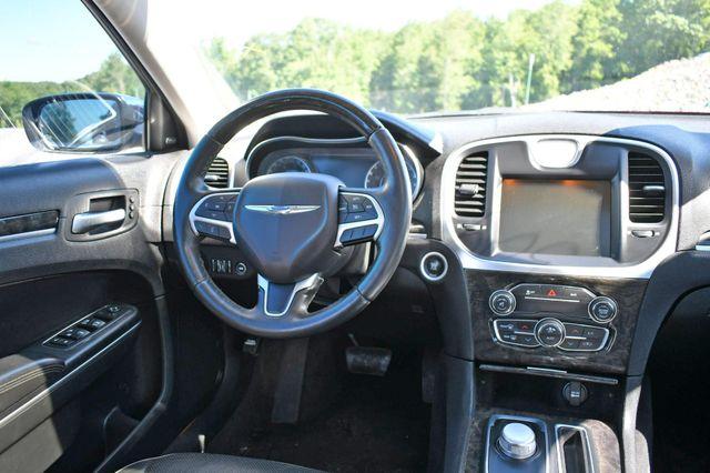 2015 Chrysler 300 300C Naugatuck, Connecticut 17