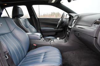 2015 Chrysler 300S AWD Naugatuck, Connecticut 11