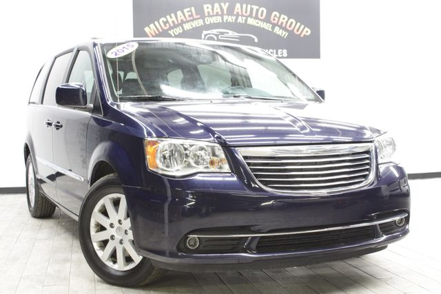 2015 Chrysler Town & Country Touring in Cleveland , OH 44111