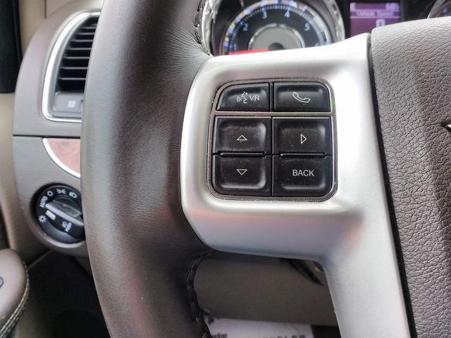 2015 Chrysler Town & Country Touring Houston, Mississippi 16