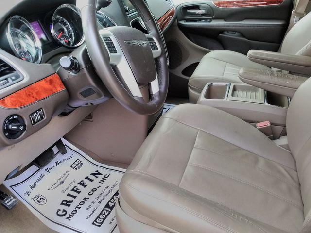2015 Chrysler Town & Country Touring Houston, Mississippi 7