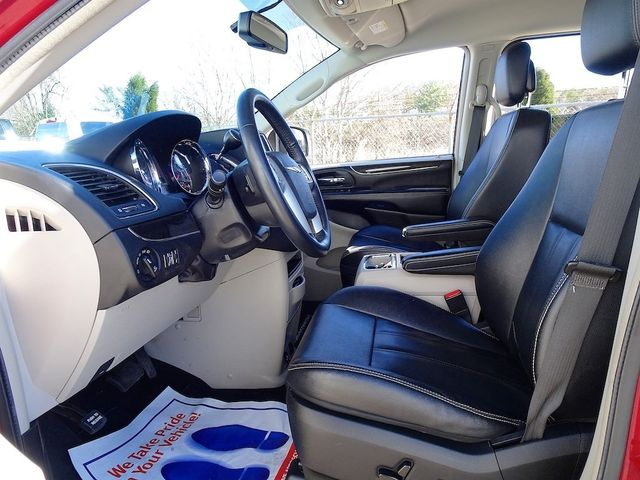 2015 Chrysler Town & Country Touring Madison, NC 30