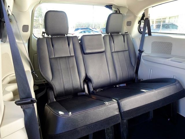 2015 Chrysler Town & Country Touring Madison, NC 38