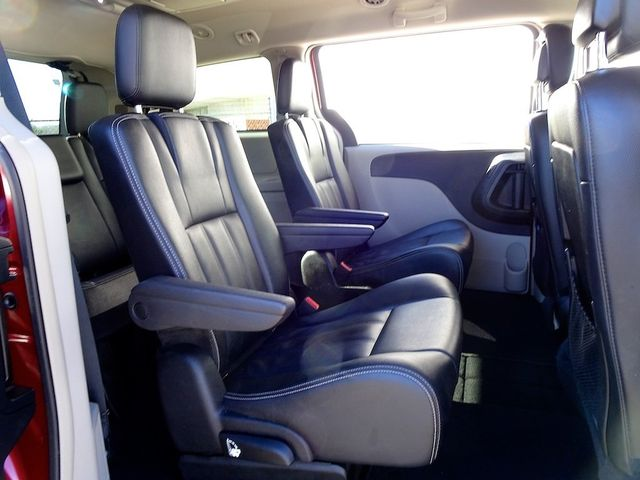 2015 Chrysler Town & Country Touring Madison, NC 40