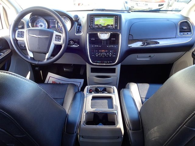 2015 Chrysler Town & Country Touring Madison, NC 44