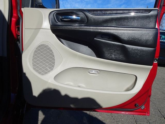 2015 Chrysler Town & Country Touring Madison, NC 47