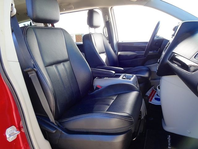 2015 Chrysler Town & Country Touring Madison, NC 49