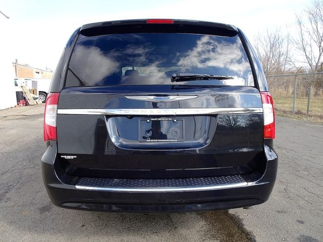 2015 Chrysler Town & Country Touring Madison, NC 3