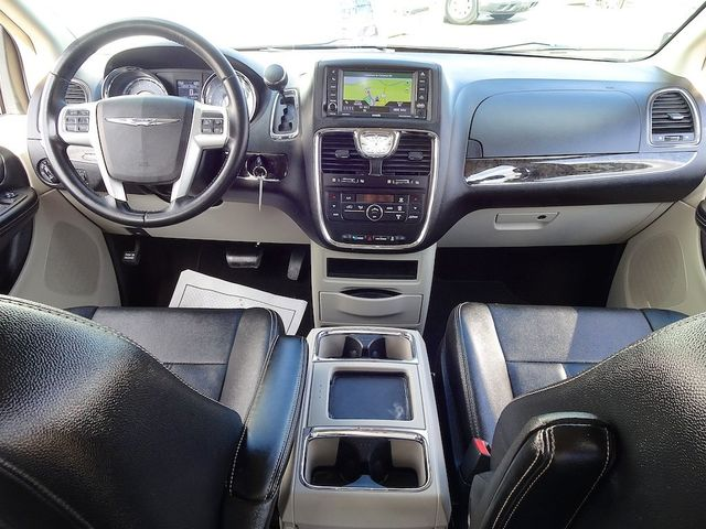 2015 Chrysler Town & Country Touring Madison, NC 41