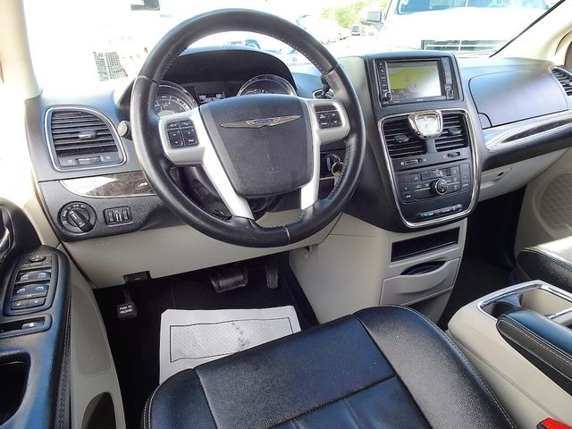 2015 Chrysler Town & Country Touring Madison, NC 42