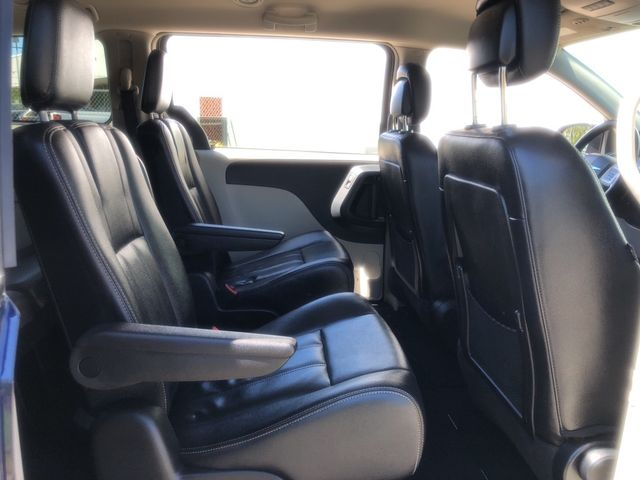 2015 Chrysler Town & Country Touring Madison, NC 32