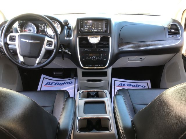 2015 Chrysler Town & Country Touring Madison, NC 37