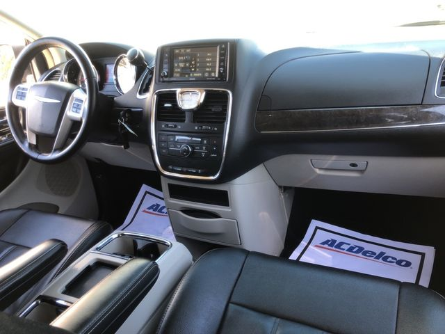 2015 Chrysler Town & Country Touring Madison, NC 39