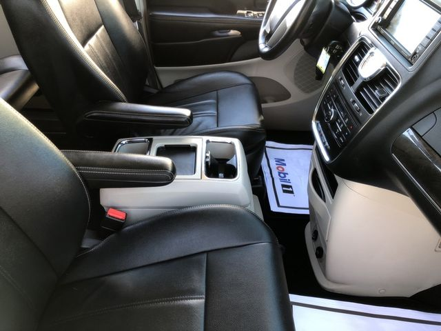 2015 Chrysler Town & Country Touring Madison, NC 43