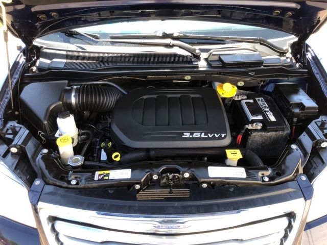 2015 Chrysler Town & Country Touring Madison, NC 46