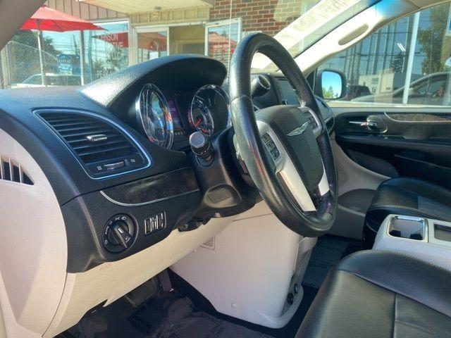 2015 Chrysler Town & Country Touring in Medina, OHIO 44256