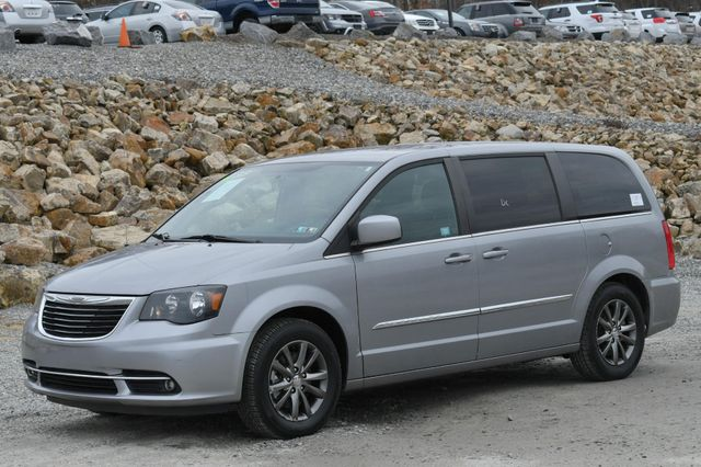 2015 Chrysler Town & Country S Naugatuck, Connecticut